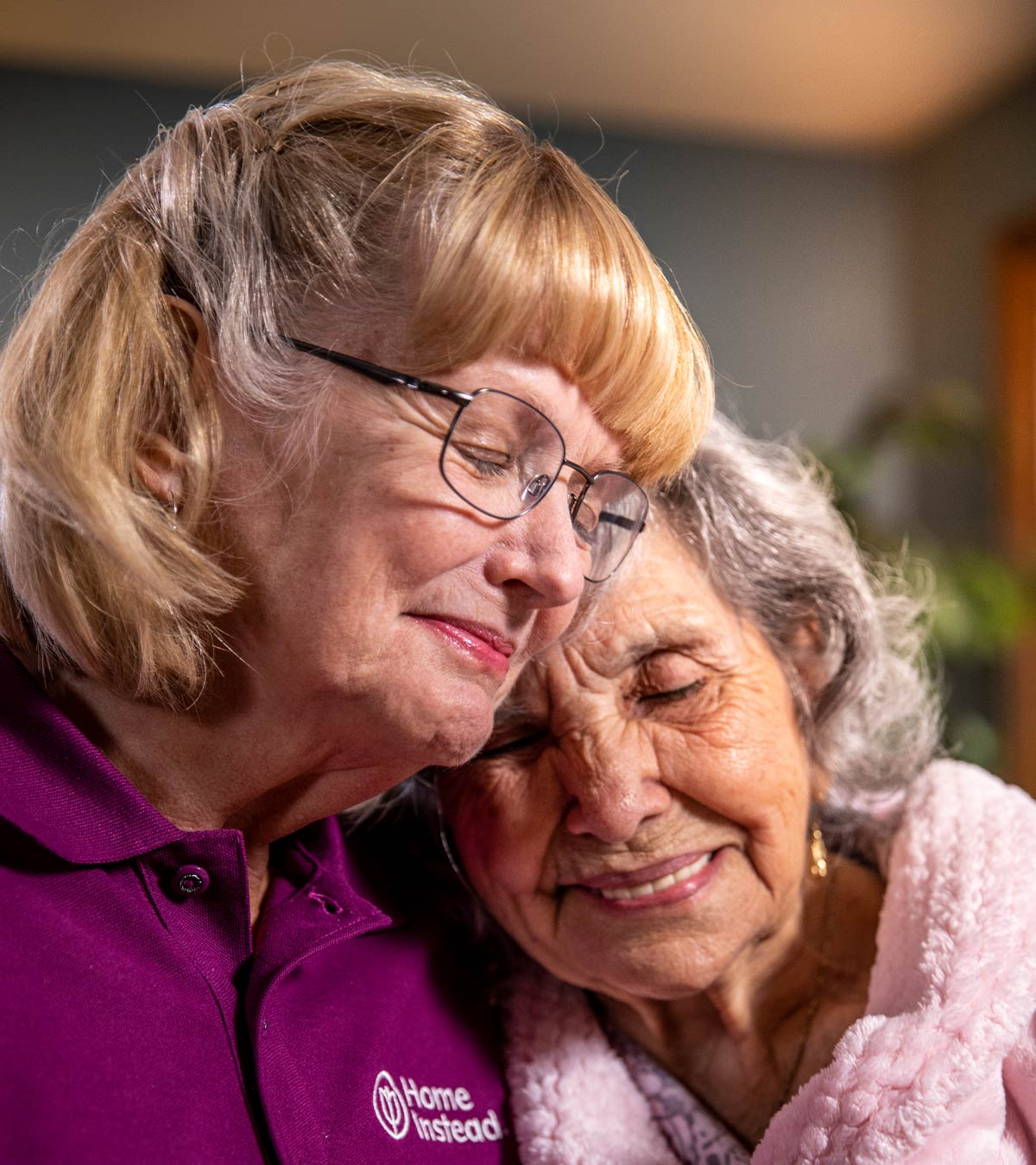CAREGiver providing in-home senior care services. Home Instead of Oshawa, ON provides Elder Care to aging adults.